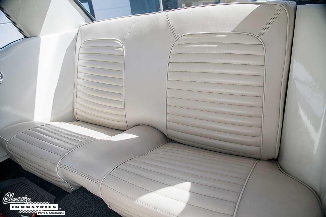 64-Mustang_Backseat