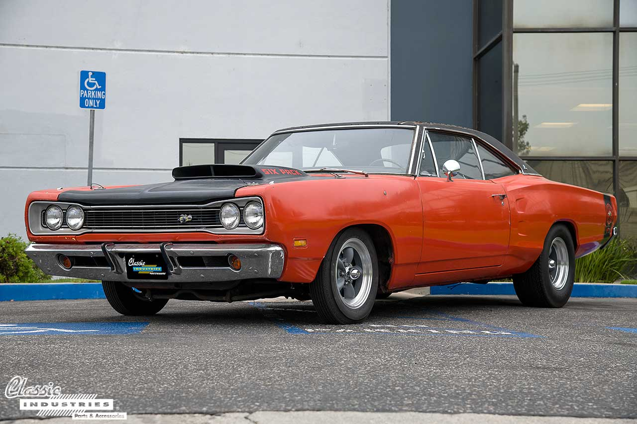 69-SuperBee-Hemi_LowQuater