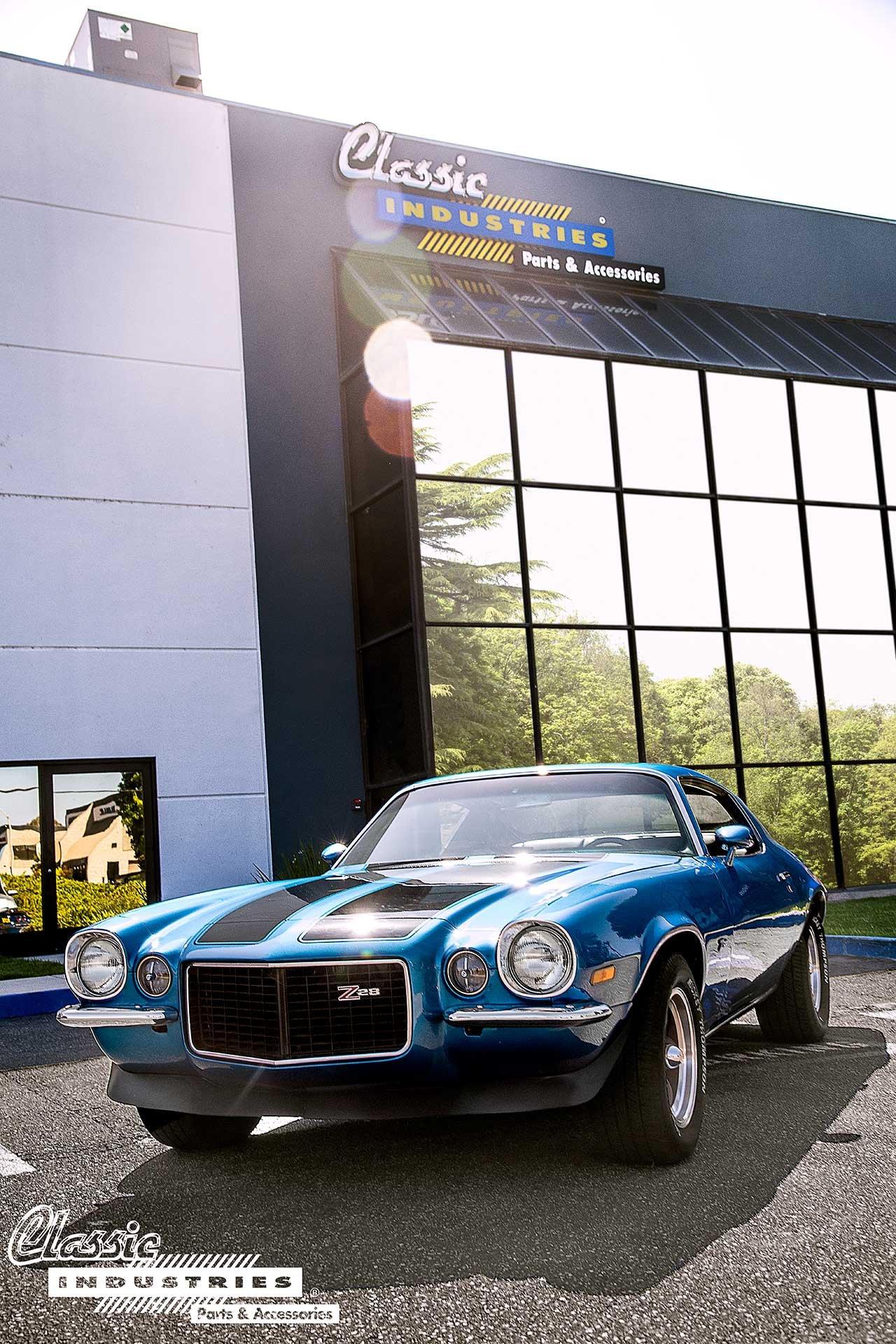 70-Camaro-Blue-BlkStripes_Building_