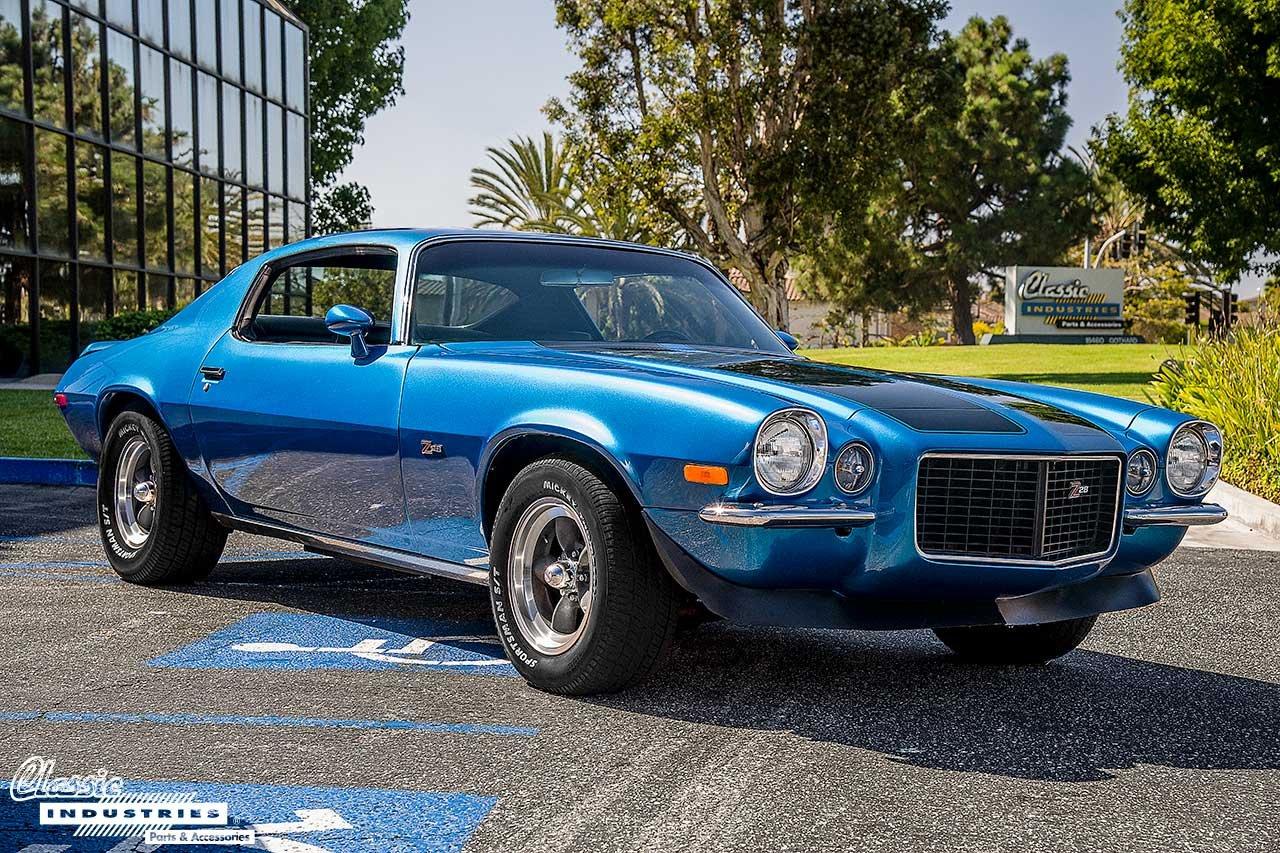70-Camaro-Blue-BlkStripes_FrontQuarter