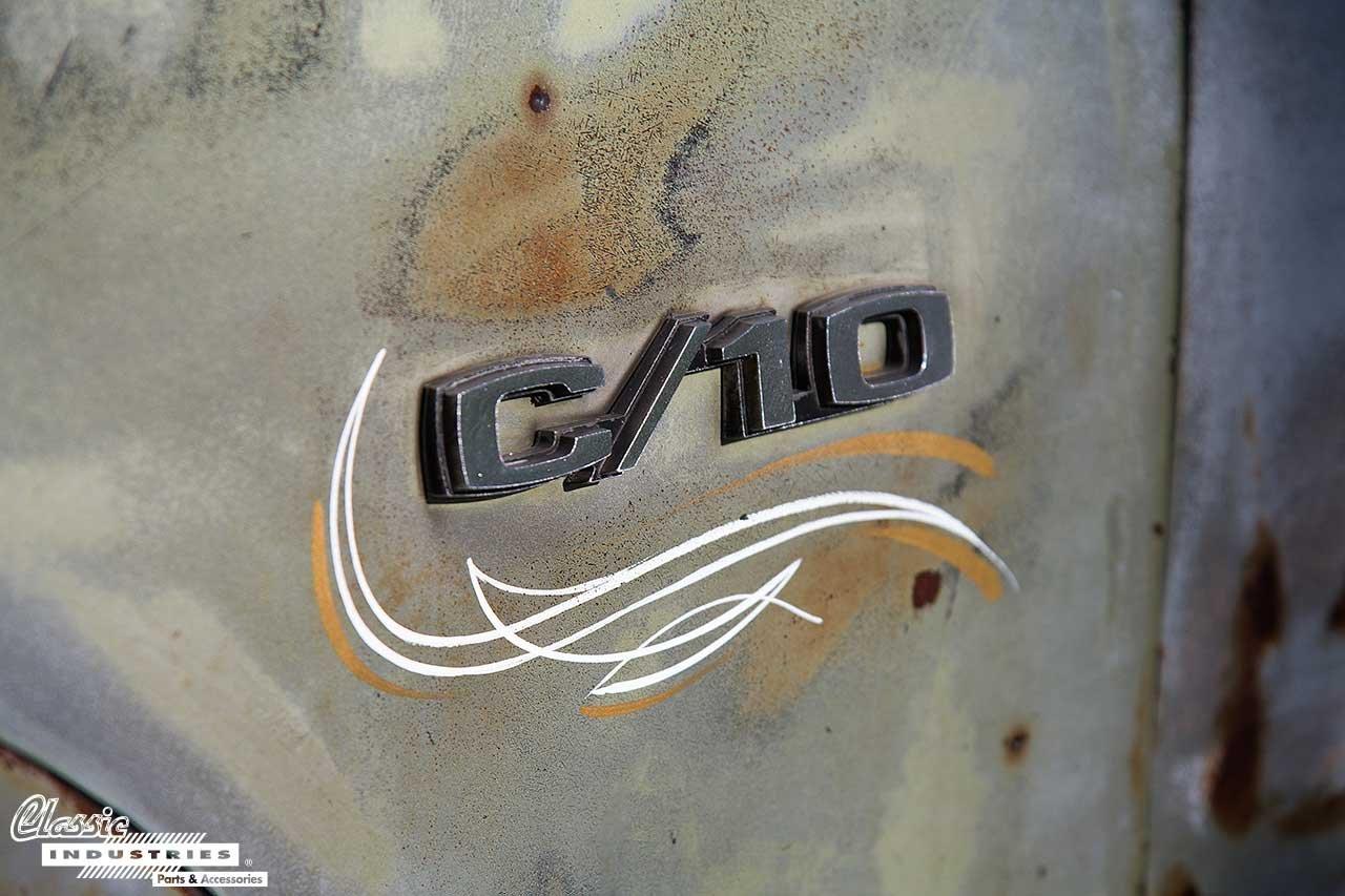 70-C10-Camper_Emblem