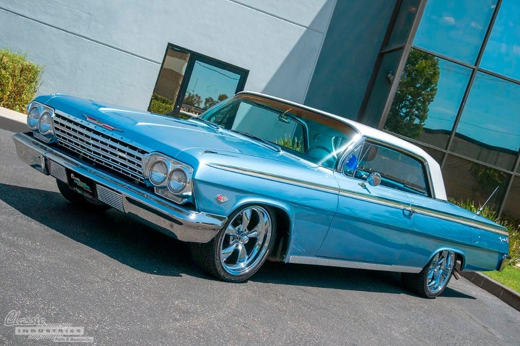 Lt Blue '62 Impala SS 1v2