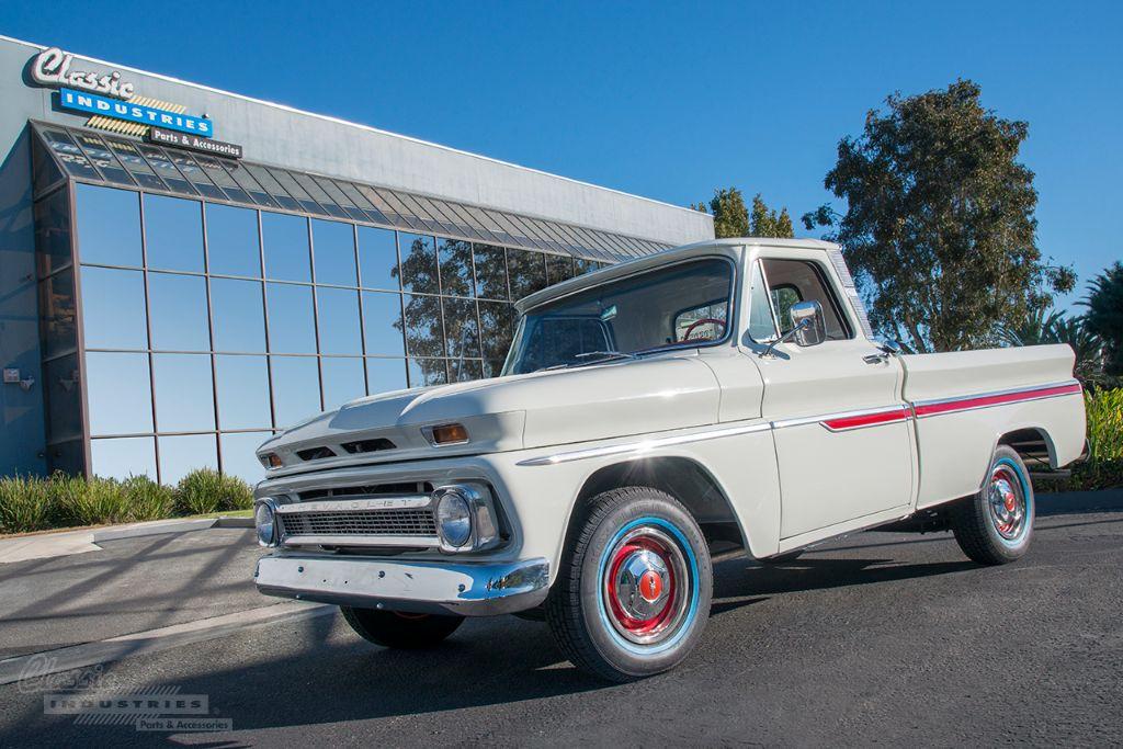 White 66 truck Calderon 1