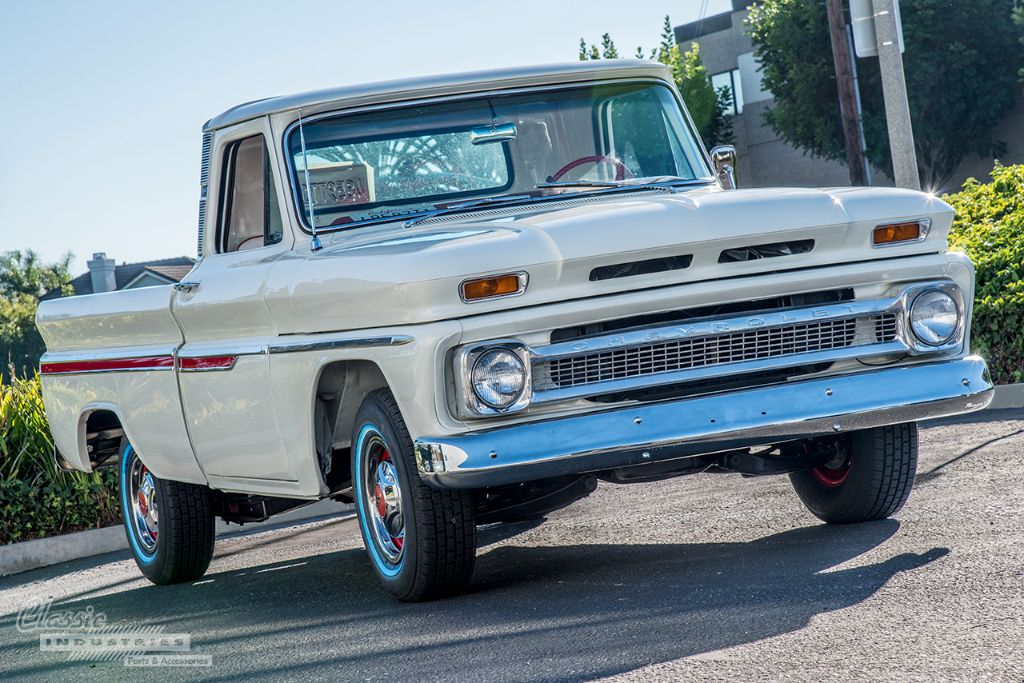 White 66 truck Calderon 2