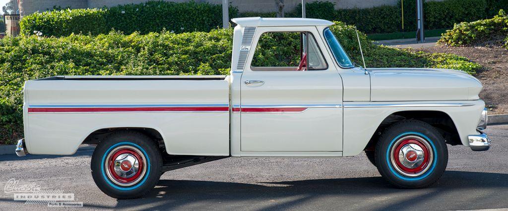 White 66 truck Calderon 3